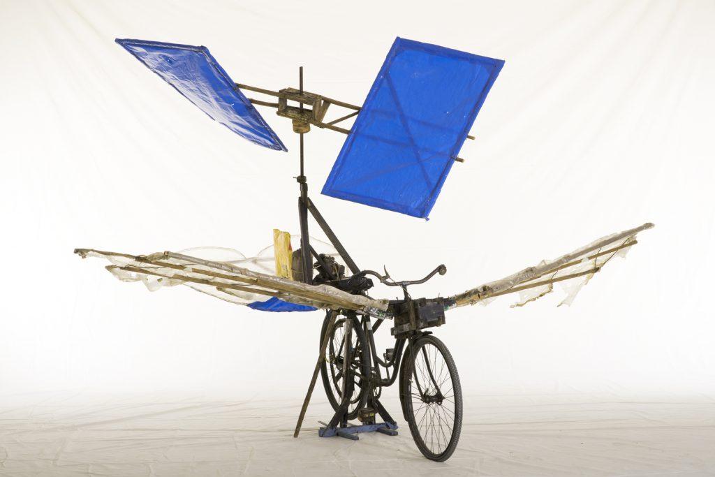 """Flugfahrrad mit Flügel"""" von Gustav Messmer. Ausstellung Die Schwaben in Stuttgart"""