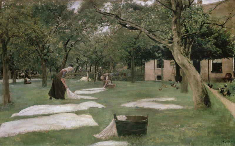 Max Liebermann: Die Rasenbleiche. Ölgemälde aus dem Jahr 1882/83. Zu sehen sind mehrere Wäscherinnen, die weiße Laken auf einer Wiese unter Obstbäumen in der Sonne zum Trocknen ausbreiten. Im Vordergrund steht ein Waschzuber. Rechts sind ein Haus und einige Hühner zu erkennen.,