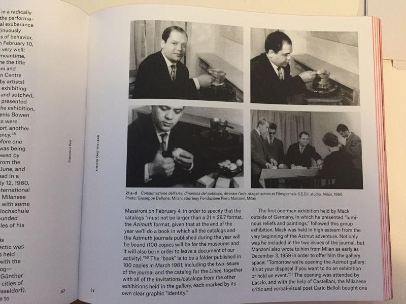 Fotos von einer Aktion von Piero Manzoni, bei der er 1960 hartgekochte Eier mit einem Fingerabdruck an Besucher der Galerie Azimut in Mailand verteilte.